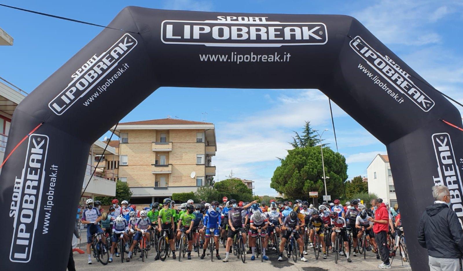 La partenza della Gran Fondo di Porto Sant'Elpidio a Parco San Filippo