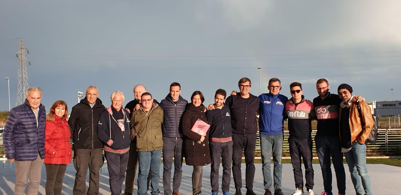 Foto di gruppo scattata nel novembre 2019 in occasione del sopralluogo tecnico di Rcs Sport a Porto Sant'Elpidio